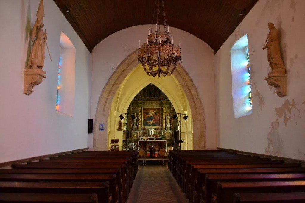 Nef de l'église de Brix